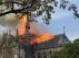 Imagen del incendio declarado en la catedral Notre Dame de Paris compartida por Manuel Valls.