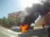 El coche ardiendo en el camino del Pilón, en Zaragoza.