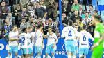 Los jugadores del Real Zaragoza celebran un gol junto a la grada.