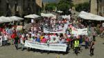 La multitudinaria protesta ha partido de la rotonda de entrada a Aínsa para dirigirse a la plaza Mayor.