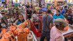 Los habitantes de Florida se abastecen en los supermercados ante la llegada de Dorian