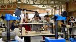 Un grupo de alumnos trabaja en un laboratorio de la Eupla