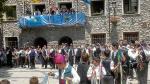 Danzantes de todas las edades participaron ayer en el 'Ball dels omes' de Benasque.