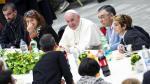 El Papa durante su almuerzo con 1.500 indigentes.