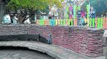 Lavado de cara de la plaza de Salamero. El Ayuntamiento vendió en mayo la remodelación de la céntrica plaza, en la que se introdujeron rampas y se mejoraron los bancos y los muretes de ladrillo. Se invirtieron 120.000 euros, pero las deficiencias aún son notables.