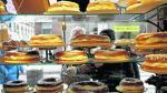 Escaparate de una pastelería de Zaragoza lleno de roscones para el día de Reyes.