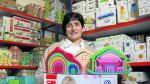 Montse Foguet, en el almacén de su tienda 'online' de juguetes, situado en Villanueva de Sijena.