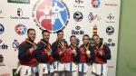 Los dos equipos españoles de kata, con Raquel Roy (segunda por la derecha), posan con las medallas de oro