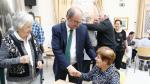 Javier Lambán visita el Hogar de Personas Mayores de Huesca.