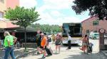 Un grupo de viajeros llega a Teruel, este domingo, en el bus contratado por Renfe para paliar la falta de tren.