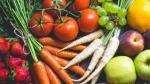 Conviene orientar los hábitos alimenticios hacia una dieta mediterránea, rica en frutas y verduras.