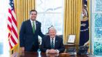 John Ratcliffe junto a Donald Trump, en una imagen de archivo.