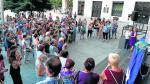 Un momento de la concentración de repulsa celebrada este martes en la plaza de España de Zaragoza.