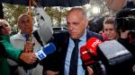 El presidente de la Liga de Fútbol Profesional, Javier Tebas, atiende a los medios de comunicación este jueves en Valencia antes de declarar como testigo