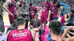 Porfirio Fisac, rodeado por sus jugadores en un tiempo muerto del pasado domingo frente al Obradoiro.