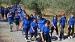 Una marea azul por la inclusión social camina en Fonz para culminar el albergue de Down Huesca