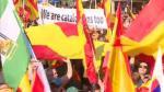 """Decenas de miles de personas han tomado hoy las calles de Barcelona para pedir la unidad de España. La marcha constitucionalista ha sido convocada por Sociedad Civil Catalana bajo el lema: """"Por la concordia por Cataluña, basta""""."""
