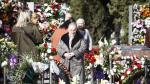 Visitas al cementerio de Torrero de Zaragoza el día de Todos los Santos 2019