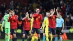 Los futbolistas de la selección celebran su victoria contra Rumanía.