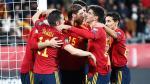 Los jugadores de la selección española de fútbol celebran un gol
