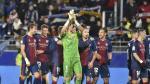 Los jugadores de la SD Huesca agradecen el apoyo de la afición tras el derbi con el Real Zaragoza.