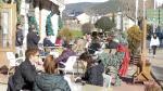 Vecinos y visitantes llenaron este miércoles las terrazas de Jaca a la hora del vermú para disfrutar del sol y de las agradables temperaturas.