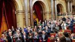 Torra aplaudido por las bancadas soberanistas en el Parlament