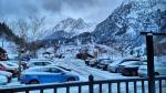 Imágenes de la nevada con la que ha amanecido este viernes el Pirineo.