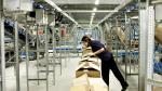 Una trabajadora de Inditex en las instalaciones de Plataforma Europa de Plaza.