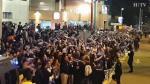 Cientos de aficionados recibieron al Real Madrid y al Real Zaragoza a su llegada al campo.