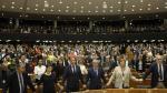 Los miembros del Parlamento Europeo reaccionan durante la sesión por el brexit este miércoles.