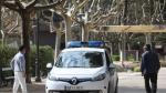 Una coche de la Policía Local de Huesca patrullaba en el parque Miguel Servet y mandaba a los viandantes a casa.