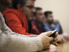 Sesión de terapia con ludópatas en la sede de Azajer.