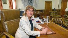 La presidenta de la Diputación Provincial de Teruel, Carmen Pobo, en su despacho.