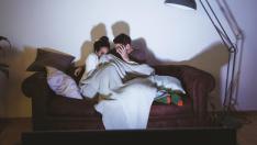 Ver una película de miedo a la semana aumenta la relación con los demás porque el contacto con otros reconforta.