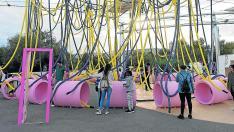 Una de las atracciones del parque Río y Juego divierte a los niños de día.