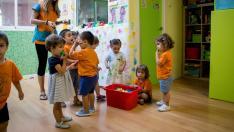 Las guarderías privadas se quejan de la competencia que les hacen las aulas de escolarización anticipada.