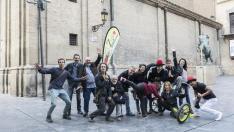 Los grupos Entrepayasaos, Asociación de Malabares de Zaragoza y Escuela de Circo Social, junto a Fernando Rivarés, en la presentación de Zirco.