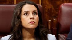 Inés Arrimadas, en un momento del discurso de Sánchez, en la primera jornada del debate de investidura.