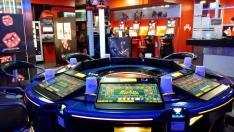 Imágenes del interior de varios locales de apuestas y juego de Zaragoza.