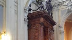 Portón caído en la basílica del Pilar.