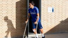 Alberto Zapater, con muletas y recién operado, el pasado 6 de noviembre en la Ciudad Deportiva.