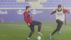 Ivi López y Miguelón, en el entrenamiento de Año Nuevo en El Alcoraz.