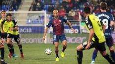 Imagen de Mikel Rico durante el enfrentamiento de la SD Huesca contra el CD Tenerife