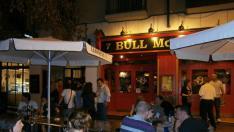 Tertulias en inglés en la terraza del pub 'Bull McCabes'