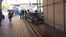 El coche empotrado en la estación, en una imagen subida a Twiiter por Santi A.L.