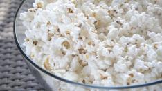 Las palomitas de maíz tienen alto contenido en fibra, al ser el grano entero.
