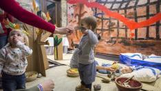 Los bebés son los protagonistas en el escenario del festival 'Cucú'.