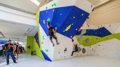 Práctica del boulder en la sala Slab del centro Entreprises de Reus, como la que se realizará en el futuro centro Bulderland de Zaragoza.