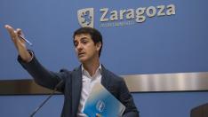Pedro Navarro, el pasado lunes, cuando hizo público el contrato adjudicado al miembro de ZEC Enrique de la Rosa.